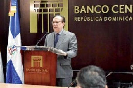 Valdez Albizu llama a la banca a prestar el dinero